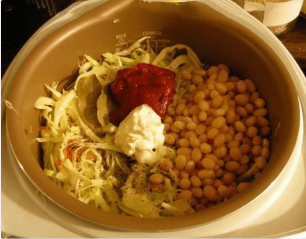 Тушеная капуста с белой фасолью
