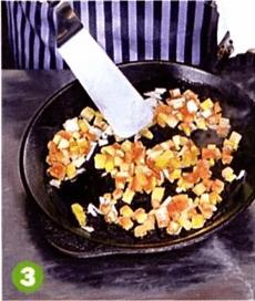 Салат из свежих овощей под ореховым соусом
