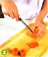 Легкая закуска из отварной моркови с гpeцким орехом и корицей