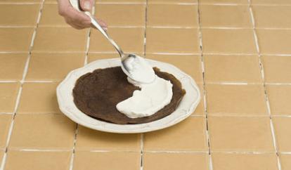 Оригинальный торт из шоколадных блинов
