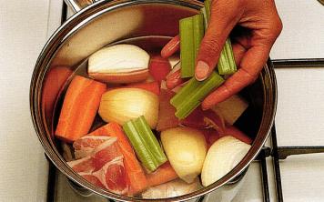 Суп из морепродуктов с шафраном
